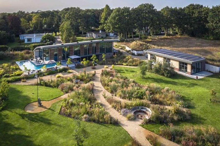 tuin van een moderne villa