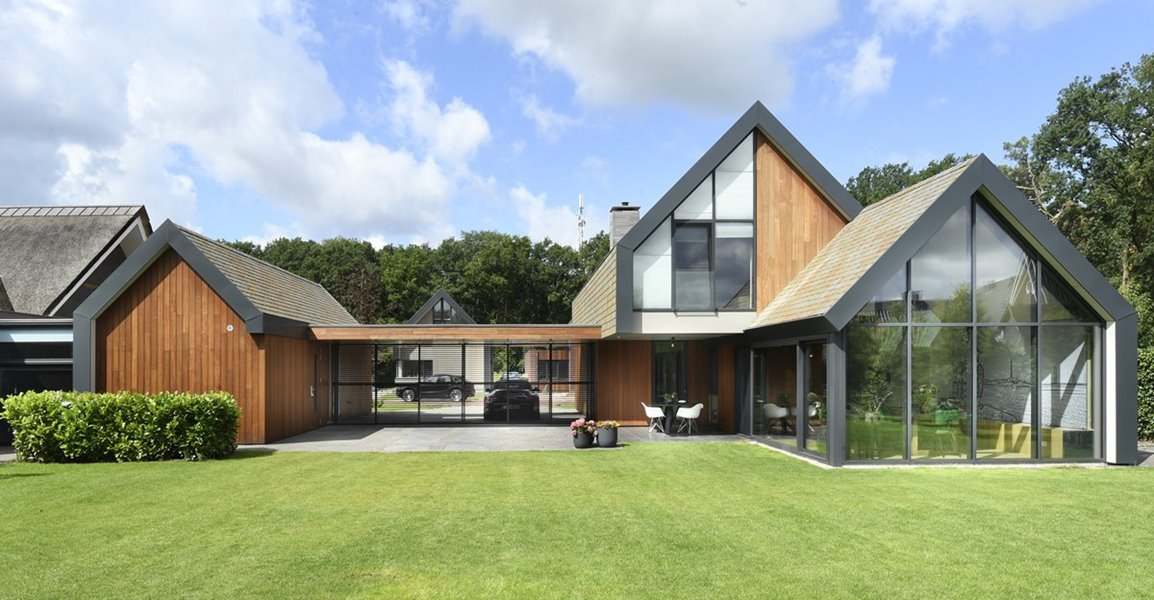 schuifpui in moderne woning met tuin