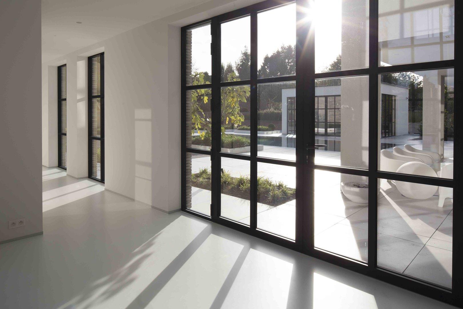 Soleil pénétrant les fenêtres Themis Steellook