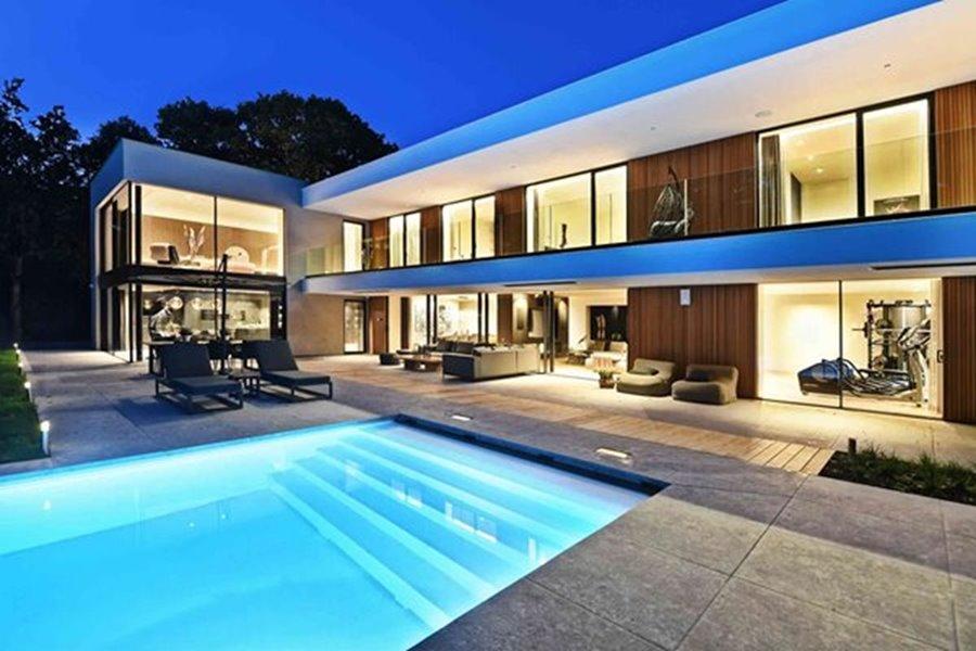 grote ramen achtergevel moderne villa