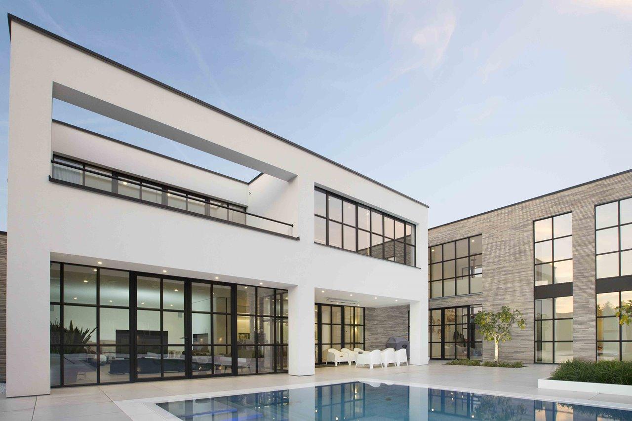 Maison moderne au caractère industriel