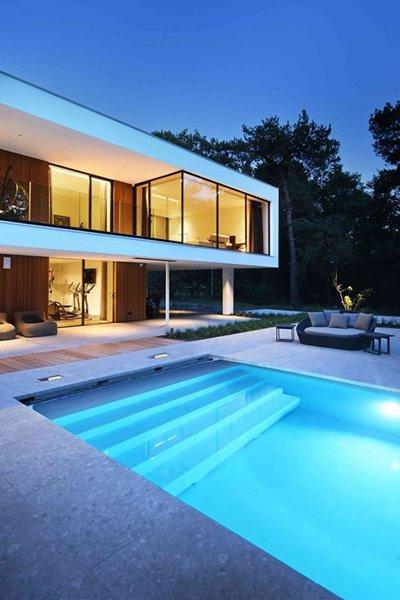 groot schuifraam van gevel moderne villa