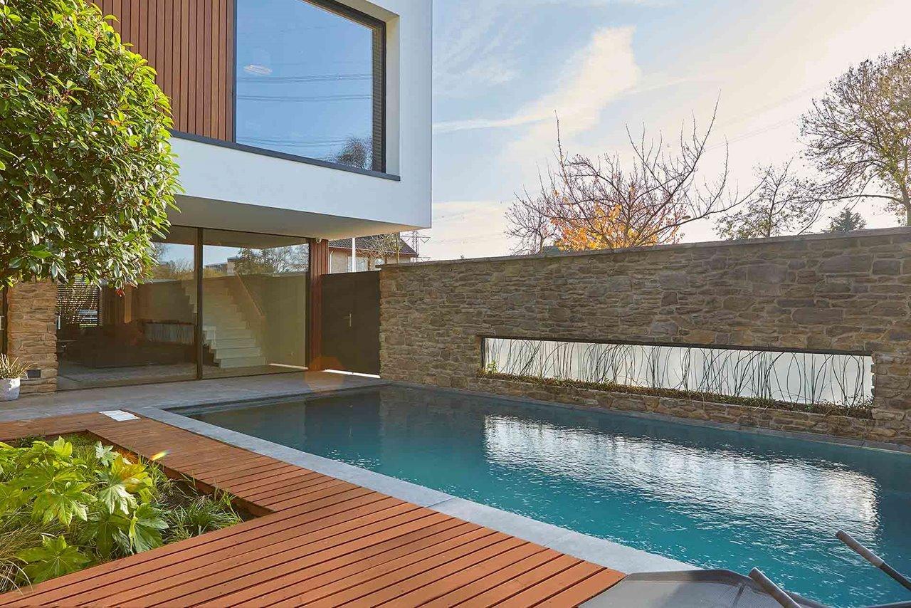 infinium schuifraam in gevel van moderne villa