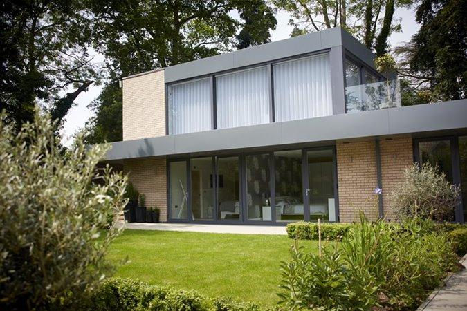 large-glazing-bifold-doors-aluk-home