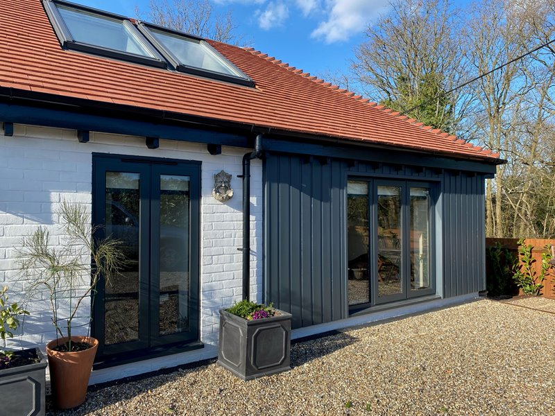A lovely bungalow with aluminium windows